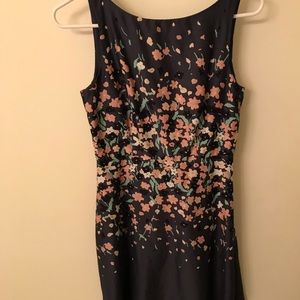 Midi tight fitting left dress